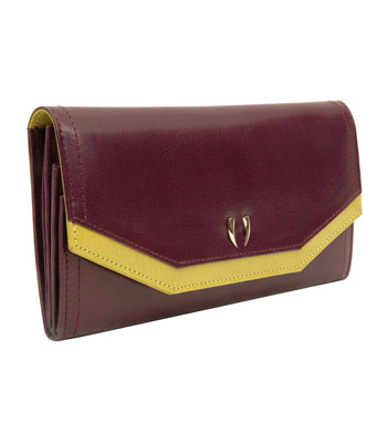 Capri Accordian Clutch UR494